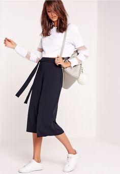 Jupe-culotte côtelée bleu marine avec ceinture - Missguided