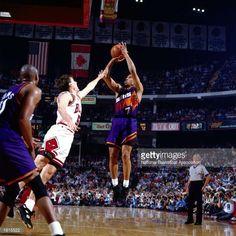 Fotografia de notícias : Kevin Johnson of the Phoenix Suns takes a jumper...
