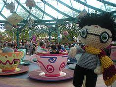mad tea cups Amigurumi Toys, Crochet Dolls, Tea Cups, Mad, Create, Tableware, Dinnerware, Tablewares, Dishes