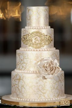 Wedding Burgundy Cake Gold 70 Ideas For 2019 White And Gold Wedding Cake, Blush Wedding Cakes, Burgundy Wedding Cake, Themed Wedding Cakes, Amazing Wedding Cakes, Amazing Cakes, Wedding Cake Inspiration, Wedding Ideas, Gold Cake