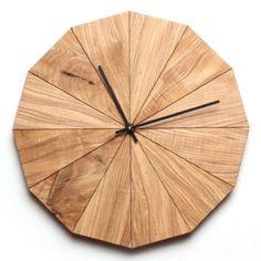 Делу время...   Очень стильные часы из натурального дерева. Украсят любой современный интерьер!