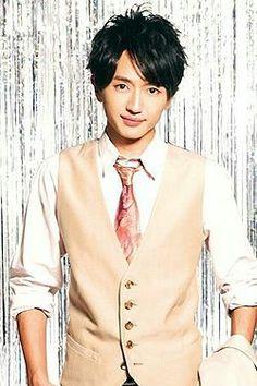 Nissy looking dapper in his suit :)