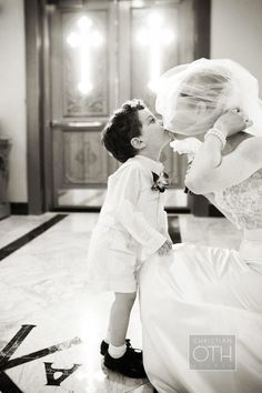 ring bearer kiss adorbs