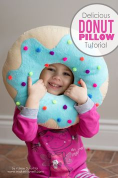 Sew a fun pillow with your kids with this Delicious Donut Pillow Tutorial. With… - Diy Sewing Projects Sewing Basics, Sewing Hacks, Sewing Tutorials, Sewing Crafts, Sewing Tips, Tutorial Sewing, Diy Crafts, Free Tutorials, Sewing Classes For Beginners