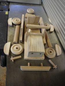 Etapes de fabrication d'un jouet en bois