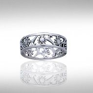 Silver Filligree Flower Ring TR222 - No one can deny the innate beauty of a flower from the majestic rose to an unassuming pansy all flowers bring beauty and joy to those who behold them. Flowers can brighten even the gloomiest days, and lift downtrodden spirits. Celebrate the soothing influence of the flower with the Silver Filigree Flower Ring.
