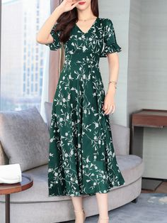 V-Neck Abstract Print Printed Maxi Dress Maxi Dress With Sleeves, Short Sleeve Dresses, Cheap Maxi Dresses, Dress Silhouette, Fashion Prints, Dresses Online, Fashion News, Bell Sleeves, Wrap Dress