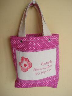 https://flic.kr/p/bo91ST | Tote Bag - Bolsa 0004 A | Bolso. Por dentro. Tote bag confeccionada em Lona e forrada com tecido 100% algodão .  Medidas: 17x17x4 cm