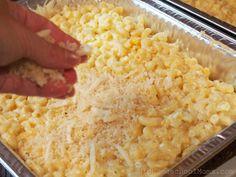 Make Ahead Macaroni and Cheese Recipe Sprinkling the Topping - Hip Homeschool Moms Make Ahead Macaroni And Cheese Recipe, Oven Mac And Cheese, Crockpot Mac N Cheese Recipe, Mac And Cheese Casserole, Creamy Macaroni And Cheese, Cheese Recipes, Crockpot Recipes, Cooking Recipes, Mac Cheese