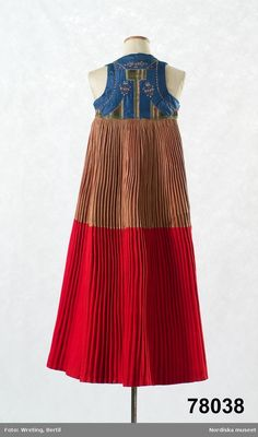 Nordiska museet - Fotograf Wreting, Bertil Folk Costume, Costumes, Scandinavian Folk Art, Swedish Fashion, Ann Margret, Color Shapes, Folklore, Fashion Details, Sweden