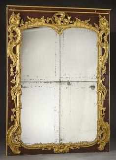 Beau miroir de trumeau en bois doré sculpté de coquilles déchiquetées