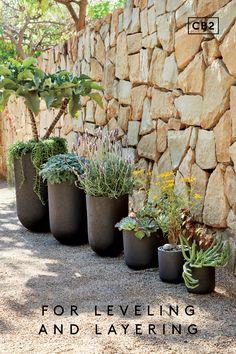 Black Planters, Outdoor Planters, Outdoor Gardens, Backyard Patio Designs, Front Yard Landscaping, Modern Landscaping, Landscape Design, Garden Design, Outdoor Cover