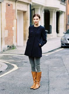 The Clothes Horse - karlina photographed by vanessa jackman Navy Coat, Navy Jacket, Cute Jackets, Fashion Outfits, Womens Fashion, Casual Chic, Casual Blazer, Comfy Casual, Autumn Winter Fashion