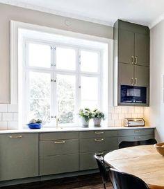 50 Nyanser av Vitt: Helkaklat vs Halvkaklat Kitchen Cabinets, Room, Home Decor, Bedroom, Decoration Home, Room Decor, Cabinets, Rooms, Home Interior Design