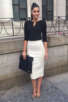 Pencil Skirt Outfits // Casual Skirt Outfits // How to wear skirt outfits // Fashion casual outfits // Trending women's Clothes // Office outfits ideas Business Casual Outfits, Office Outfits, Classy Outfits, Chic Outfits, Woman Outfits, Womens Fashion Outfits, Office Skirt Outfit, Fashion Clothes, Skirt Outfits Modest