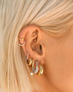 Unique Ear Piercings, Cool Piercings, Multiple Ear Piercings, Lip Piercings, Different Ear Piercings, Ear Peircings, Ear Piercings Cartilage, Ear Piercings Chart, Dermal Piercing
