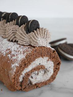Oreo-rulltårta | Brinken bakar Fika, Milkshake, Oreo, Red Velvet, Muffin, Goodies, Rolls, Breakfast, Glass