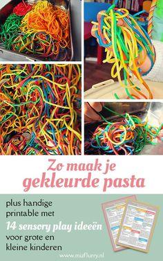 Zo maak je gekleurde spaghetti of pasta. Leuk(e) sensopatisch materiaal en activiteit voor kleuters en peuters. #DIY #spelen #knutselen #sensopatisch #peuter #kleuters