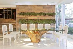 Descartados pela natureza pode ganhar um visual cheio de requinte na decoração da casa ou jardim!                                        ... Home Decor Bedroom, Living Room Decor, Root Table, Trunk Furniture, Living Room Mirrors, Wooden Tables, Dining Tables, Dining Room, Contemporary Interior