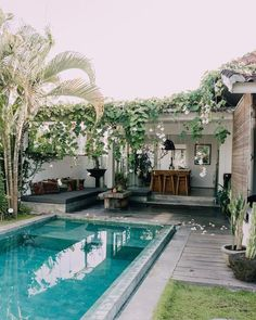 Having a pool sounds awesome especially if you are working with the best backyard pool landscaping ideas there is. How you design a proper backyard with a pool matters. Small Inground Pool, Small Swimming Pools, Swimming Pools Backyard, Swimming Pool Designs, Pool Landscaping, Small Pools, Small Backyard Design, Small Backyard Patio, Backyard Patio Designs