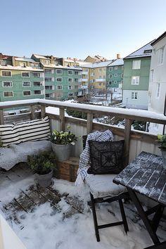 #Balkon in de #winter #inspiratie Winter Balkon, Winter Magic, Balcony Garden, New Homes, Backyard, Balconies, Outdoor Decor, Fresh, Home Decor