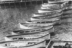The 13 lifeboats of the TITANIC at the White Star Pier in New York where ship would have been. After having been dropped off by the Carpathia on April before it returned to the Cunard pier to unload TITANIC's weary crew and passengers. Rms Titanic, Titanic Photos, Titanic History, Titanic Sinking, Belfast, Liverpool, Titanic Artifacts, Titanic Survivors, Boats
