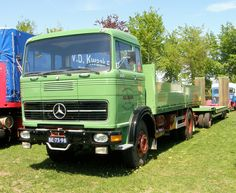 Mercedes Benz BE-73-98 met dieplader AHW.