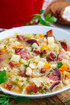 Kielbasa Sauerkraut Soup Recipe : A simple and tasty sauerkraut soup with bacon, beans kielbasa and quinoa! Sauerkraut Soup Recipe, Kielbasa Soup, Cooking Recipes, Healthy Recipes, Fall Recipes, Bean Soup Recipes, Homemade Soup, Soup And Salad, Kitchens
