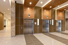 LEVELe Wall System with Capture panels; insets in Bonded Bronze with Natural Patina and Kalahari pattern; LightPlane panels in ViviChrome Chromis glass with White interlayer and Standard finish at Princeton Medical Arts Pavilion, Plainsboro, New Jersey