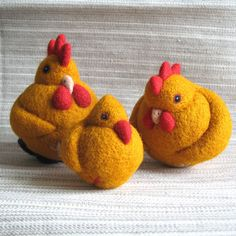 Birds family, needle felted wool balls by woolroommate, via Flickr