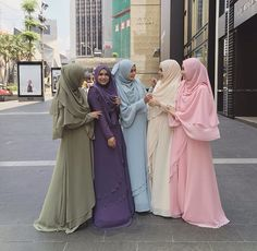 Ternyata satu warna bagus juga Hijab Fashion Summer, Abaya Fashion, Hijab Gown, Hijab Outfit, Hijabi Girl, Girl Hijab, Hijab Style Tutorial, Muslim Dress, Islamic Fashion