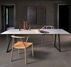 Ovaler Tisch Aus Marmor Mit Puristischer Leuchte  Ruhige Custom Marble Dining Room Sets 2018