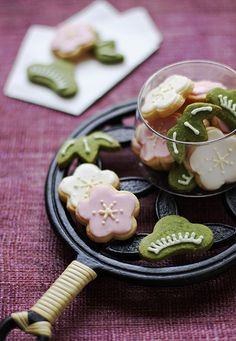 Flower Cookies~                         By chick pea, Sho Chiku Bai Flickr - Photo Sharing!, pink, green