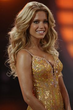 Love the volume and perfect wavy curls!
