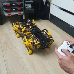 Futuristic Robot, Futuristic Technology, 3d Printed Robot, Robot Videos, Combat Robot, Graffiti Pictures, Robot Illustration, Arte Robot, Xbox Controller