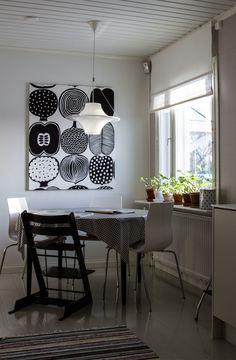 Marimekko, Minimalist Interior, Minimalist Home, Hanging Curtains, Curtain Fabric, Cottage Homes, Cozy House, Home Kitchens, Sweet Home