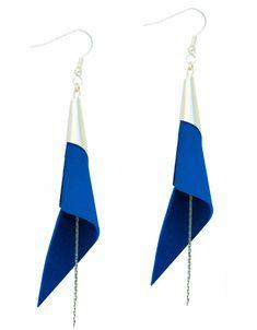 boucles d'oreilles cuir  - boucles d'oreille arum - boucles d'oreilles bleu électrique - bijoux en cuir  - Made by S▲R▲Y▲N▲- 28€  http://www.sarayana.fr