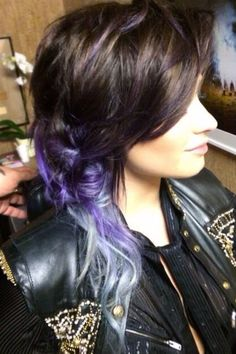 Demi Lovato Dip Dyed Hair | Demi Lovato's brown/lavender/silver ombré hairstyle Side Part Hairstyles, 2015 Hairstyles, Modern Hairstyles, Layered Hairstyles, Hair Color Purple, New Hair Colors, Purple Streaks, Purple Ombre, Demi Lovato Hair Color