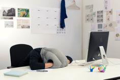 Il cuscino multifunzioni da ufficio by Studio Banana Things per un/a collega.