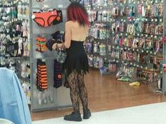 Funny People at Walmart. What to wear tomorrow? Funny Walmart People, Funny Walmart Pictures, Walmart Shoppers, Walmart Photos, Stupid People, Crazy People, Funny People, Funny Photos, What To Wear Tomorrow