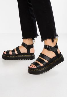 Martens VEGAN BLAIRE - Platform sandals - black felix for Free delivery for orders over Dr. Martens, Doc Martens Boots, Black Platform Sandals, Black Sandals, Black Shoes, Dr Martens Vegan, Cute Shoes, Me Too Shoes, Dr Martens Outfit