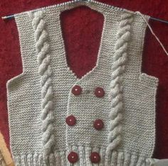 Learn how to crochet this backpack using t-shirt yarn. Learn how to crochet this backpack using t-shirt yarn. Crochet For Boys, Knitting For Kids, Easy Knitting, Lace Knitting Patterns, Knitting Stitches, Baby Cardigan, Tricot D'art, Gilet Crochet, Knit Baby Sweaters