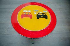 Mesa reciclada de la colección Artilujos.com. Mesa STOP: http://artilujos.com/shop/caprichos/mesa-stop/ #upcycling #artilujos #muebles #deco #mueblesreciclados