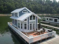 That's what I'm talking about! Harbor Cottage Houseboats