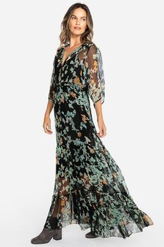 2c1ddf34bc8 This gorgeous floral print dress is the perfect garment for making a  sophisticated fashion statement. Made with crinkle silk