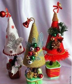 Miniature Christmas, Christmas Minis, Christmas Goodies, Handmade Christmas, Christmas Wreaths, Christmas Arts And Crafts, Christmas Ornament Crafts, Christmas Projects, Holiday Crafts