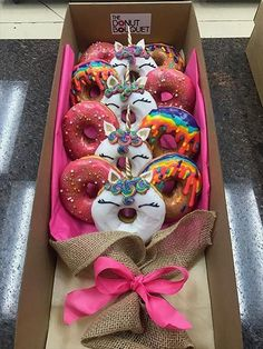 Valentines Day Gifts for Him that are Just Perfect – Hike n Dip Valen… - Valentinstag Cute Boyfriend Gifts, Christmas Gifts For Boyfriend, Valentines Day Gifts For Him, Cute Donuts, Mini Donuts, Doughnut, Diy Birthday, Unicorn Birthday, Birthday Gifts