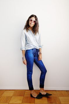 button up + jeans + black flats / hair down, sunglasses
