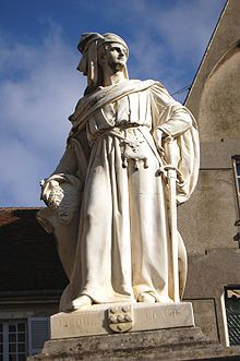 """Statue de Jacques Cœur à Bourges. - Il est anoblit en 1441 avec la fière devise """" A cœur vaillant rien d'impossible"""", sa rapide ascension a suscité la jalousie de nombreux nobles, qu'il indispose par son train de vie ostentatoire, ce qui excite contre lui la cour du roi. On l'accuse d'avoir empoisonné Agnès Sorel, Jacques Cœur est arrêté et condamné pour malversations à perdre ses biens et à la prison jusqu'au payement d'une très forte amende."""