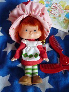Vintage Emily Erdbeer Figur Puppe von Holterdiepolter auf DaWanda.com